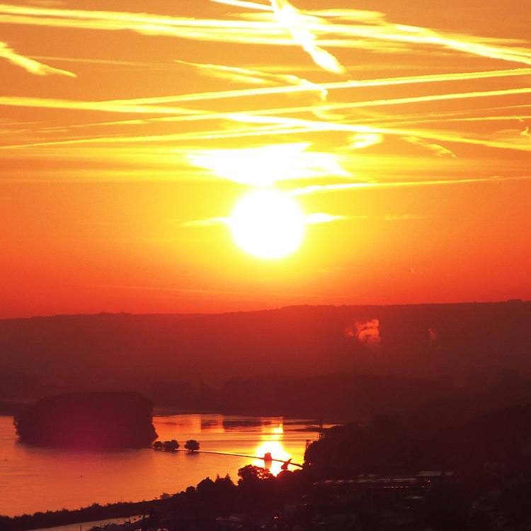 Foto Sonnenaufgang am Wasser